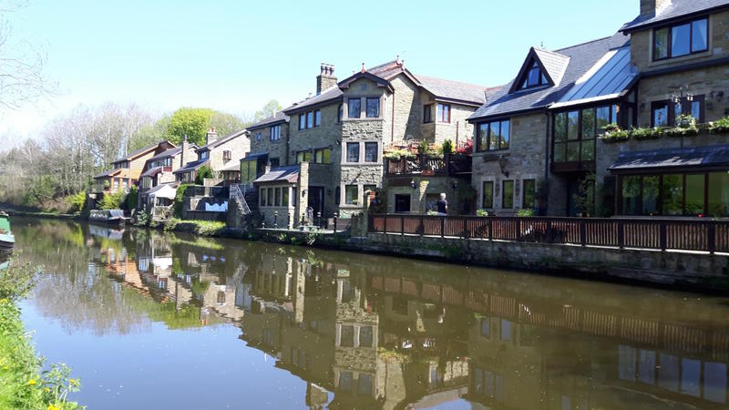 houses canal